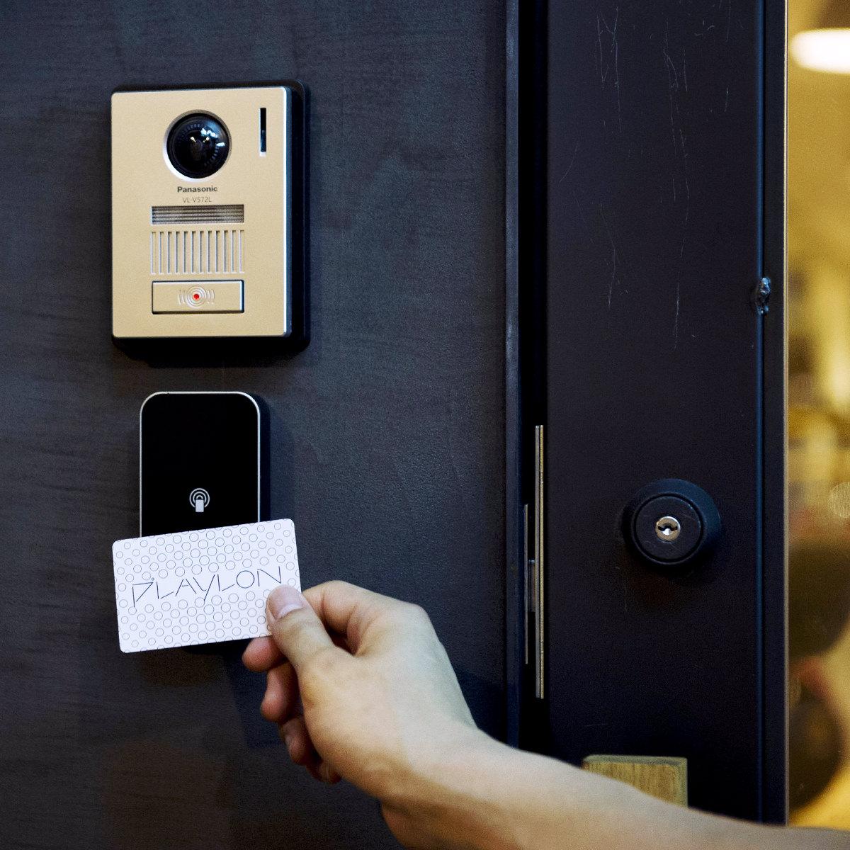 セキュリティアプリまたはカードでチェックイン