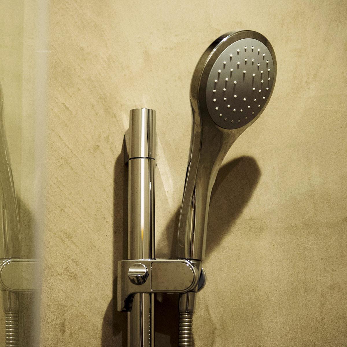シャワーをご利用いただけます(男女各2ヶ所)